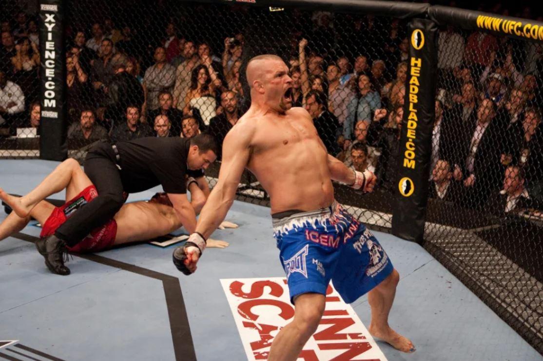 ▲ UFC 57에서 랜디 커투어(왼쪽)을 격침시킨 척 리델(오른쪽) (사진: UFC.com)