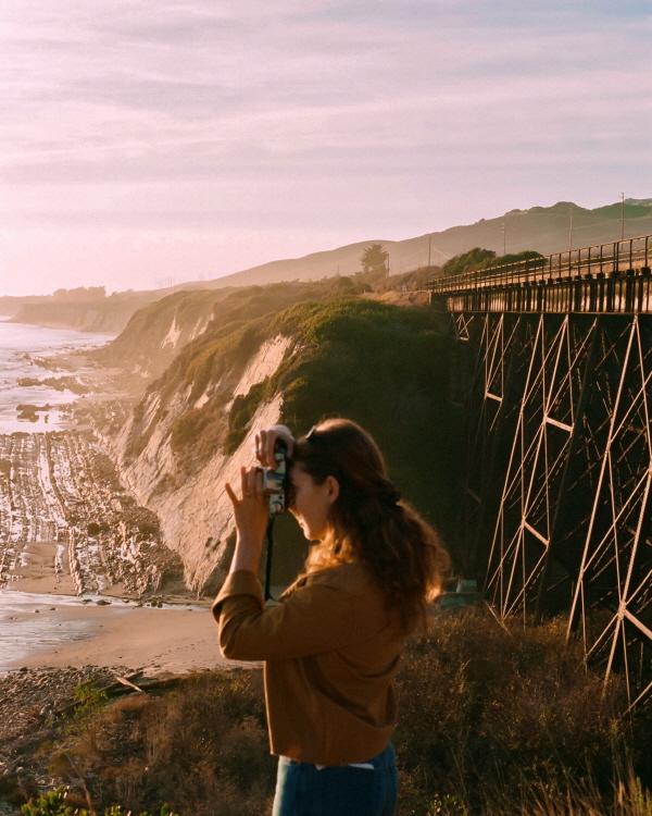 영화 속 한 장면 같던 친구의 모습. 산타 바바라의 바다는 그녀의 카메라에 담겼다