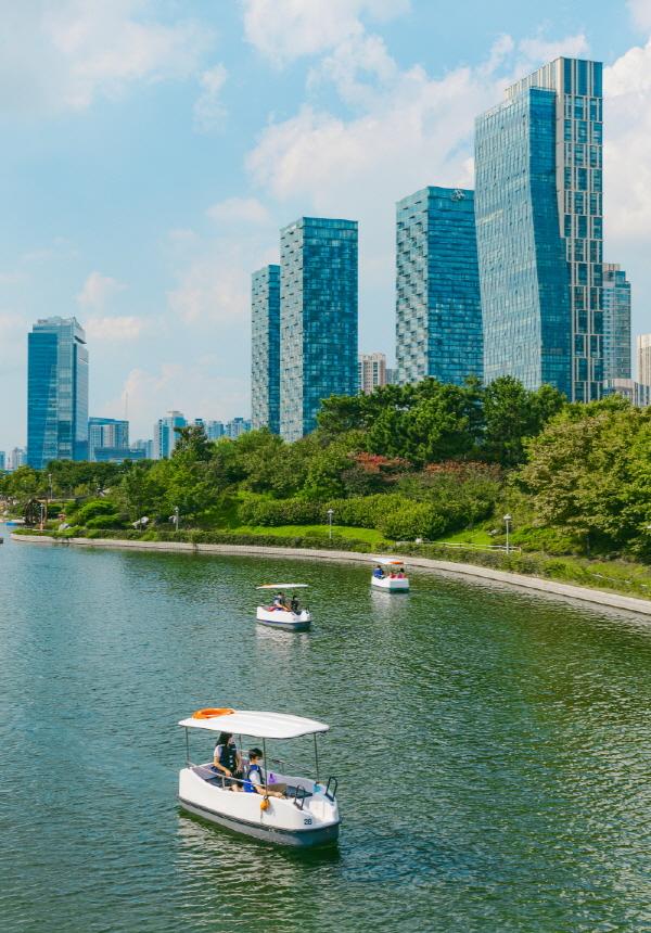 센트럴파크의 풍경을 완성하는 구르미 보트