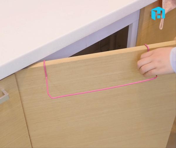 옷걸이로 초간단 행주 걸이 만드는 방법